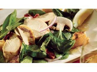 Рецепт от Big Green Egg: Салат с курицей и шпинатом
