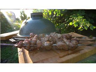 Шашлык из свинины в угольном керамическом гриле. Рецепт шашлыка для гриля.
