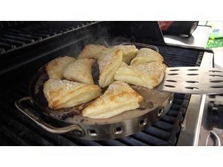 Слоеные пирожки с сыром на гриле. Рецепты для гриля.