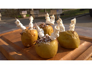Вкусный десерт – яблоки с корицей и мюсли, запеченные на гриле. Рецепты для гриля.